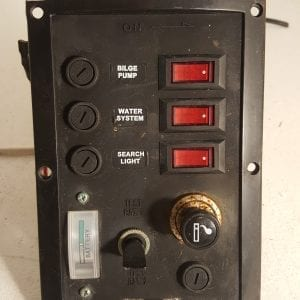 SEAWORLD 12V BOAT SWITCH PANEL / 12V SOCKET & BATTERY GAUGE