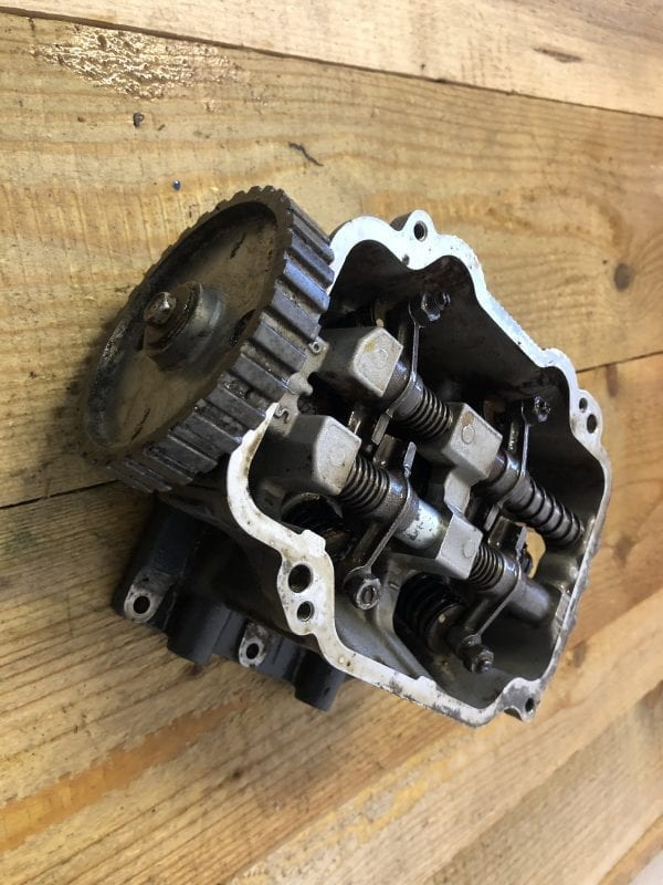 Complete Cylinder Head with Cover plate from a Yamaha 9.9 - Cylinder Head