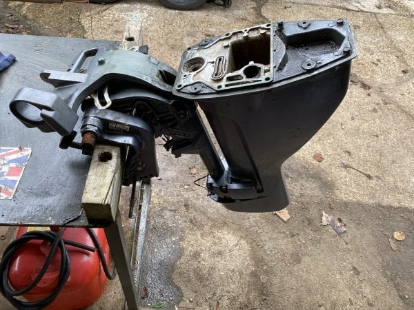 Short Shaft Midsection from Yamaha 9.9 Outboard including exhaust and Mounting Bracket