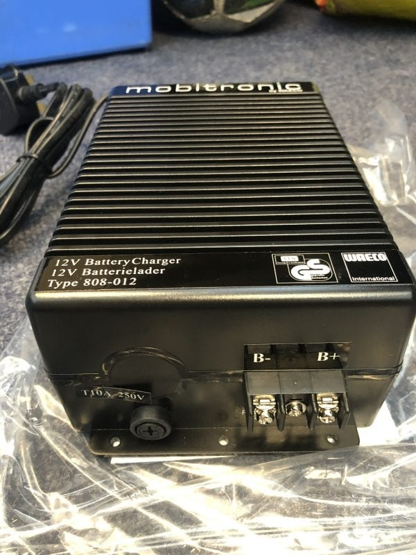 Mobitronic compact charger product